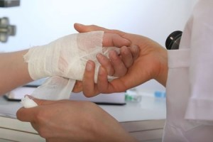 applying a dressing for wounds on the hand